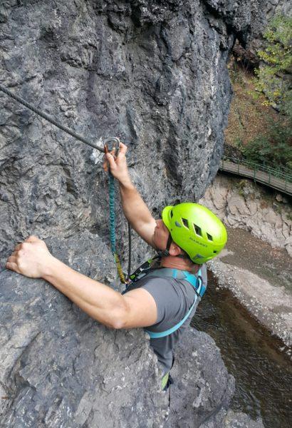 Kurz bezpečného Via ferrata lezení Moravský Kras