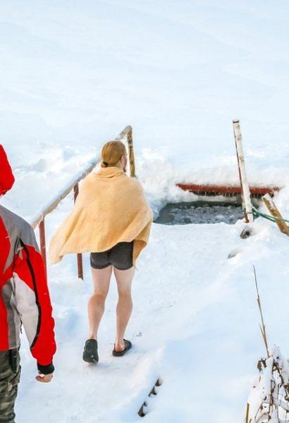 Plavání pod ledem na nádech