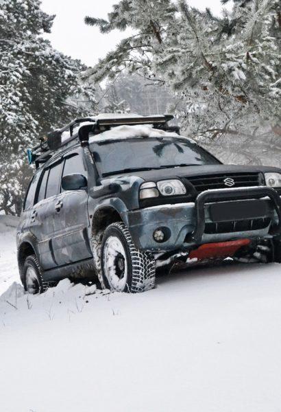 Vyprošťování vozidla ze sněhu nebo příkopu