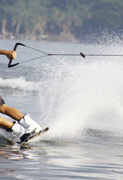 Zážitkové lyžování na vodě za skútrem