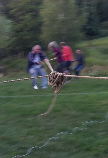 Skupinové přetahování na laně: 2 nebo 4 cípy
