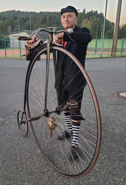 Výuka jízdy na vysokém kole pro dva