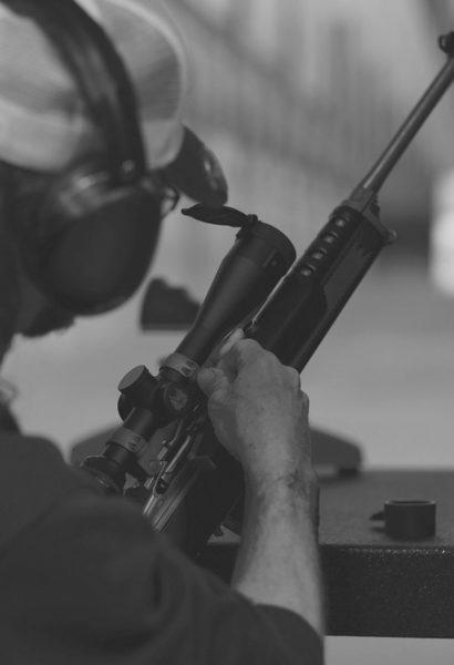 Střelba na terč z 3 různých typů zbraní