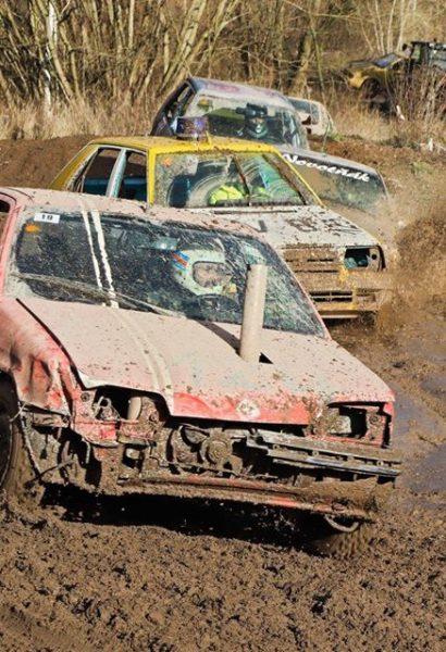 Zážitkový demoliční autocross na blátě