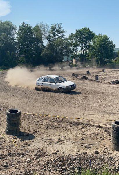 Závod na šotolinovém oválu, plochá dráha na blátě